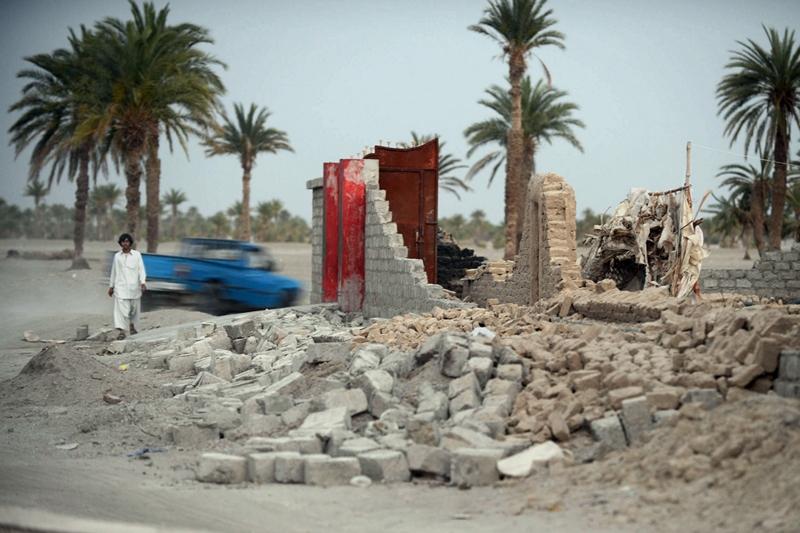 Провинция Белуджистан, Пакистан, 18 апреля. Сильное землетрясение на границе с Ираном разрушило сотни домов на юге страны. Фото: BANARAS KHAN/AFP/Getty Images