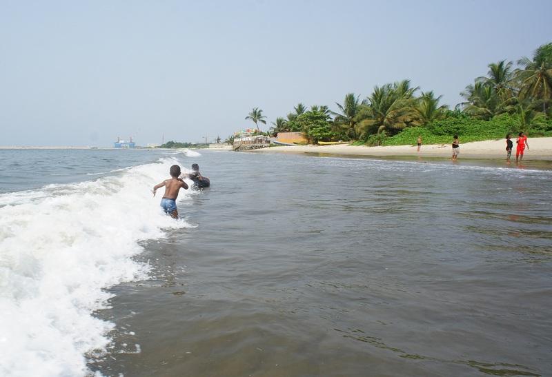 Прилив на пляже. Фото: Александр Африканец