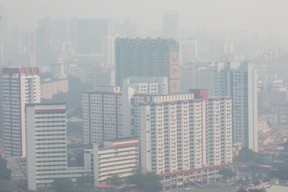 Вид на Сингапур. Город окутал смог. Фото: Chris McGrath/Getty Images