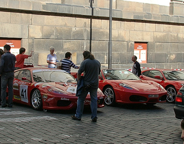 Ferrari на маленьком параде в Праге. Фото: Лора Ларсиа/ Великая Эпоха (The Epoch Times)