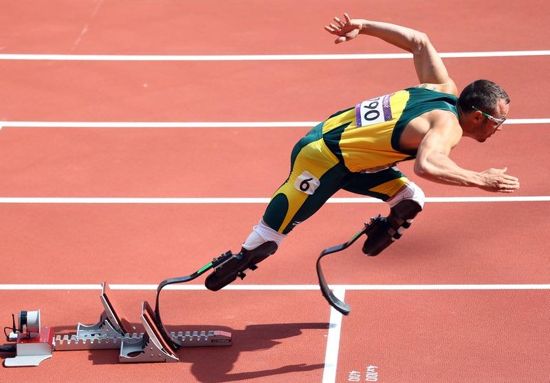 Лондон, Англия, 4 августа. Олимпийские игры 2012. Оскар Писториус (ЮАР) стартует в забеге на 400 метров на Олимпийском стадионе. Фото: Paul Gilham/Getty Images