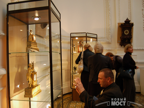 Днепропетровск. Выставка уникальных старинных часов. Фото: Новый Мост