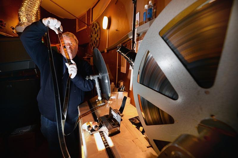 Кэмпбелтаун, Шотландия, 23 мая. Старейший действующий кинотеатр Шотландии «Picture House» отмечает 100-летие. Фото: Jeff J Mitchell/Getty Images