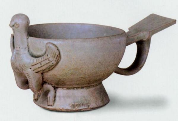 Чаша из синего фарфора. Период Пяти династий. Фото с aboluowang.com