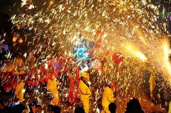 Праздник фонарей Юаньсяо в Китае. Город Гуян провинции Гуйчжоу. Фото: AFP