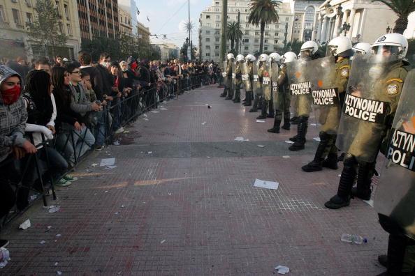 В Греции продолжаются массовые столкновения анархистов с полицией. Фото: Milos Bicanski/Getty Images