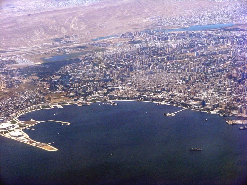 Баку. Вид с борта самолёта. Фото: Khortan/en.wikipedia.org