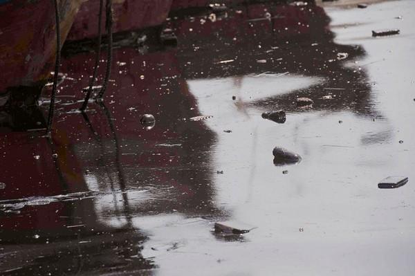 В результате аварии в Жёлтое море вылилось 1,5 тыс. тонн нефти. Фото: AFP