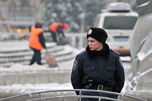 Часть площади Независимости, где находился палаточный городок оцеплена милицией. Фото: Владимир Бородин/The Epoch Times Украина