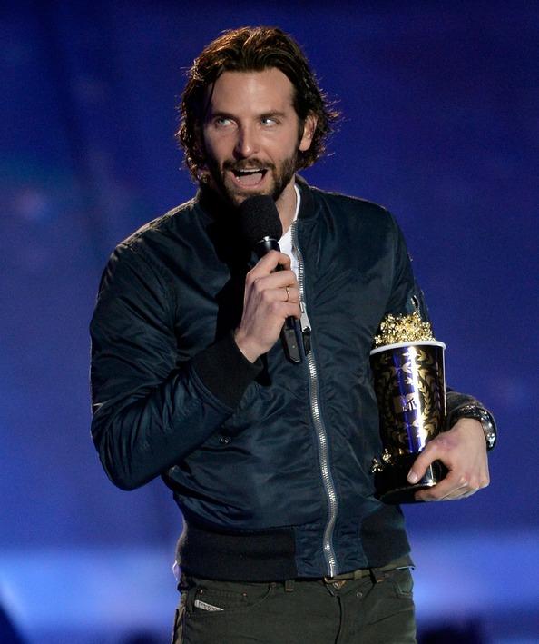 Поедитель MTV Movie Awards актёр Брэдли Купер. Фото: Kevork Djansezian/Getty Images