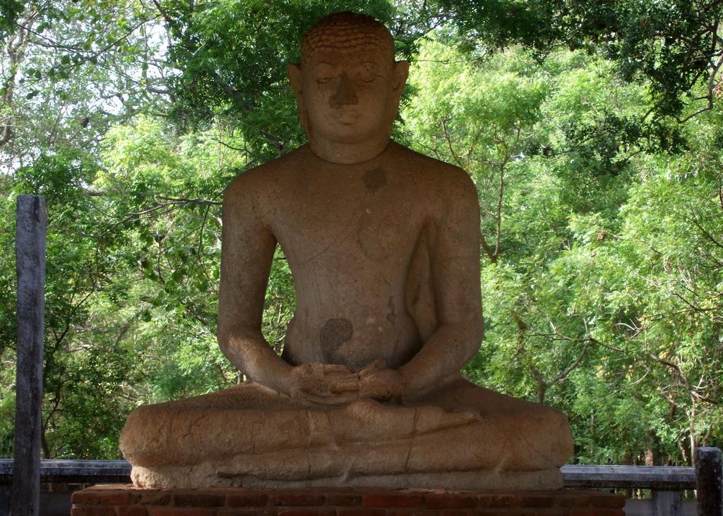 Статуя Будды в медитации. Анурадхапура. Фото: indi.ca/Flickr