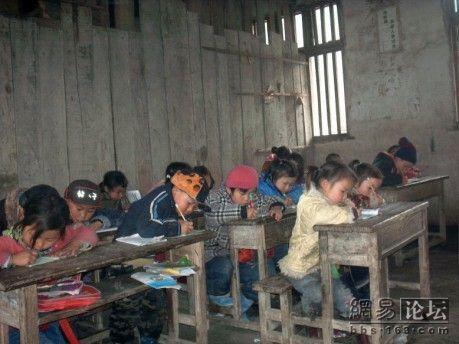 На уроке. Фото с secretchina.com