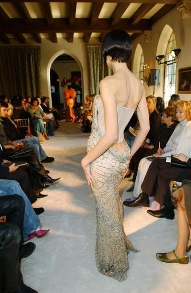 Коллекция от британского дизайнера Alexander McQueen. Фото: Getty Images
