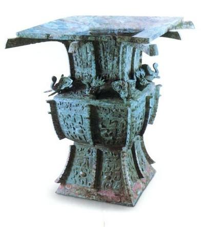 Медный сосуд. Высота 44 см. Династия Поздняя Шан. Фото с aboluowang.com