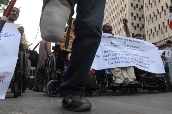 Митинг пакистанских инвалидов в Карачи. . Фото: ASIF HASSAN/AFP/Getty Images