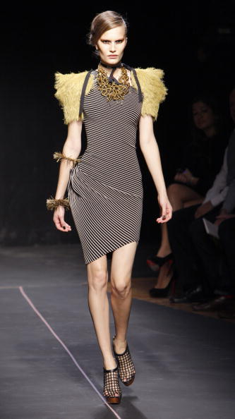 наряды от французского дизайнера Roland Mouret/Getty Image