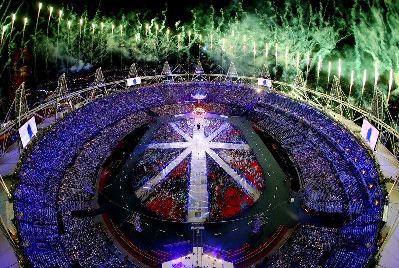 Лондон, Англия, 12 августа. Красочным фейерверком и шоу на Олимпийском стадионе завершились 30-е Олимпийские игры. Фото: Rob Carr/Getty Images
