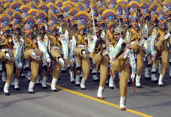 Индийские солдаты во время генеральной репетиции перед парадом в честь индийского Дня Республики. Нью-Дели, 23 января 2010 года. Фото Равендрана / AFP / Getty Images