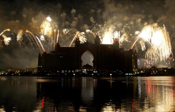 Фейерверк по случаю торжественного открытия отеля Атлантис обошелся владельцам несколько миллионов долларов. Фото: KARIM SAHIB/AFP/Getty Images