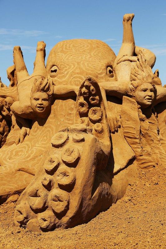 Песчаная скульптура «Сад осьминога» («Octopus Garden»). Автор Йорис Кивиц (Joris Kivits). Франкстон, Австралия. Фото: Graham Denholm/Getty Images