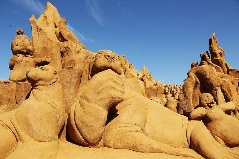Песчаная скульптура «Айсберги». Автор Микела Чиаппини (Michela Ciappini). Франкстон, Австралия. Фото: Graham Denholm/Getty Images