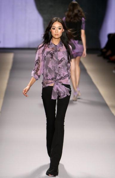 Коллекция Vivienne Tam 'Весна - 2010' на Неделе моды в Нью-Йорке. Фото: Kristian Dowling/Getty Images