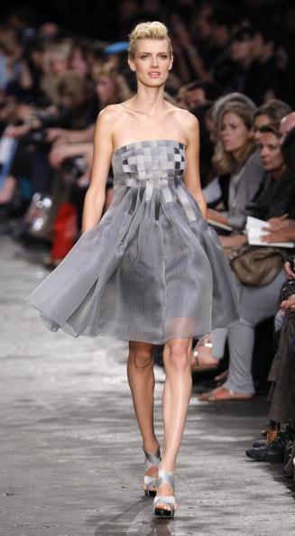 Коллекця Lanvin сезона весна-лето 2010 на Неделе моды в Париже. Фото: PIERRE VERDY/AFP/Getty Images