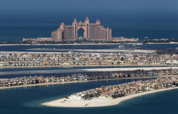 Отель Атлантис построен на искусственном острове Palm Jumeirah у побережья Дубаи. Фото: David Rogers / Getty Images