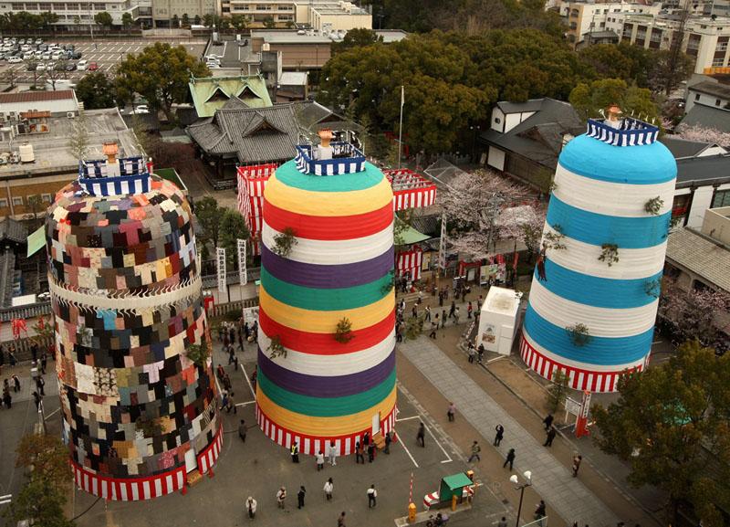 Химэдзи, Япония, 31 марта. Семидневный фестиваль «Всех богов» начался в Японии. Фестиваль проводится каждые 20 лет с 1593 года. Богов приветствуют с вершин «трёх гор» и обращаются к ним с просьбами о мире. Фото: Buddhika Weerasinghe/Getty Images