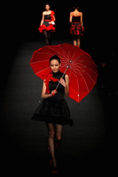 Презентация коллекции во время BIFT-Raffles на Неделе моды в Пекине. Фото Feng Li/Getty Images