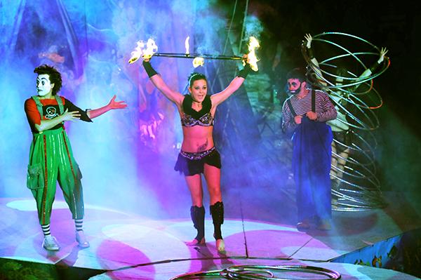 Выступление артистов с обручами в Киевском цирке 27 января 2011 года. Фото: Владимир Бородин/The Epoch Times Украина