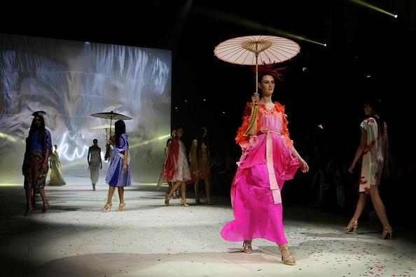 Mercedes Benz Fashion Festival показал модные летние тенденции. Фото: Lisa Maree Williams/Getty Images