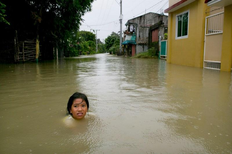 Булакан, Филиппины, 15 августа. Тропический шторм на севере острова Лусон привёл к разливу реки Пампанга. Фото: Paula Bronstein/Getty Images