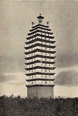 Пагода высотой 75 метров в городе Куньмин Фото: Ernest Morrison