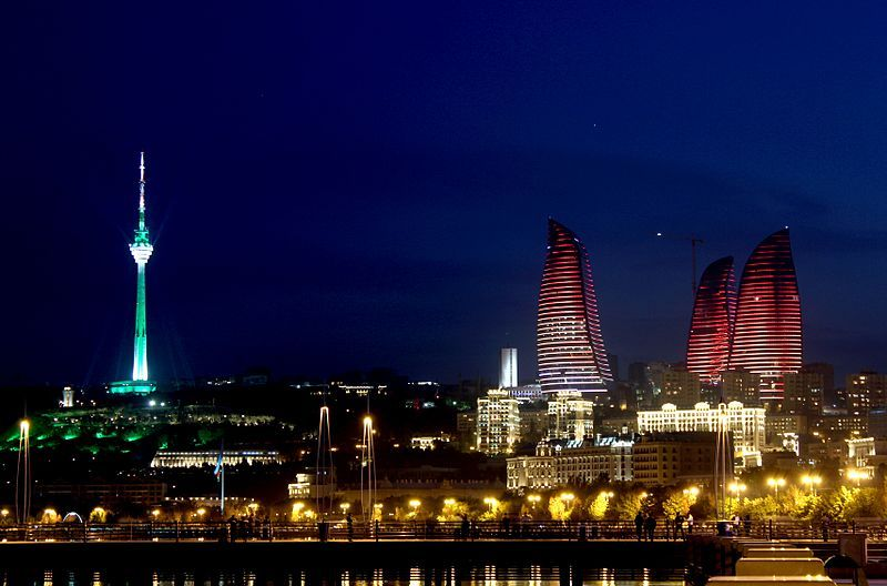 «Пламенные башни» ночью. Фото: Grandmaster/commons.wikimedia.org