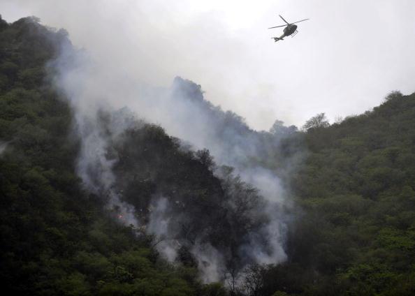 Место падения самалета в Пакистане. Фото: AAMIR QURESHI/AFP/Getty Images