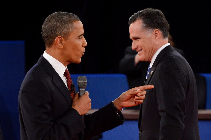 Хемпстед, США, 16 октября. Барак Обама (слева) и Митт Ромни дискутируют во время второго раунда президентских дебатов. Фото: Michael Reynolds-Pool/Getty Images