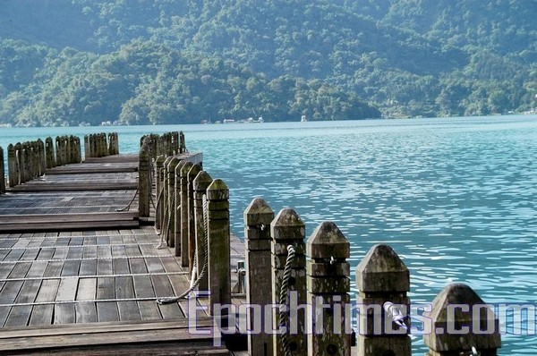 Причал на озере Жиюетан. Фото: The Epoch Times