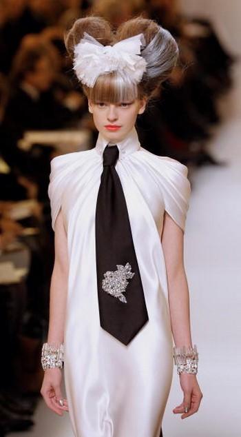 Коллекция Chanel весна-лето 2010 на Неделе моды в Париже. Фото:PATRICK KOVARIK/AFP/Getty Images