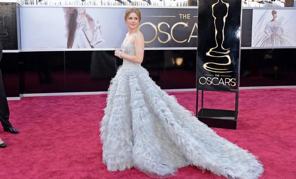 Эмми Адамс в платье от Oscar de la Renta. Фото: Jason Merritt/Getty Images
