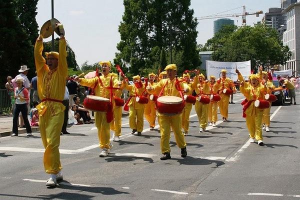 Парад культур в Германии. Фото с сайта de.clearharmony