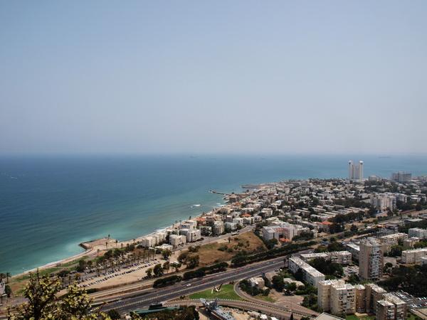 Хайфа, вид с горы Кармель. Фото: Хава ТОР/The Epoch Times