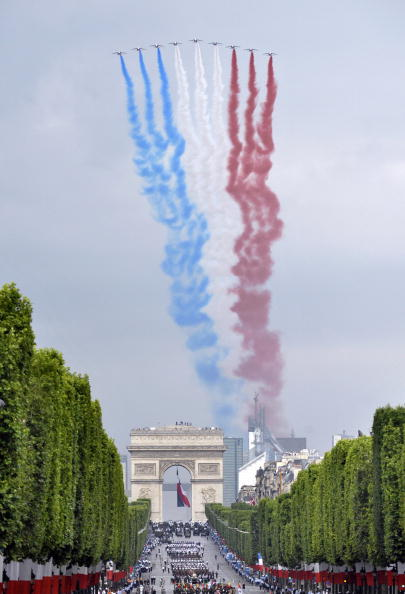 День взятия Бастилии отмечают во Франции. Фоторепортаж. Фото: BERTRAND LANGLOIS/AFP/Getty Images