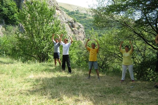 Медитация и концентрация стоя. Туфовая площадка. Фалунь Дафа.Фото:Павел Хулин/The Epoch Times Украина