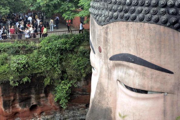 Статуя Будды Милэ у подножия священных гор Эмэй. Фото: AFP