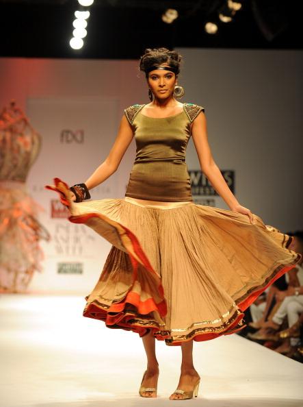 Коллекции от индийских дизайнеров на Неделе моды в Нью-Дели. Фото PRAKASH SINGH/AFP/Getty Images