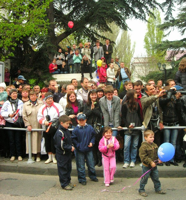 Зрители смотрят парад. Фото: Алла Лавриненко/The Epoch Times Украина