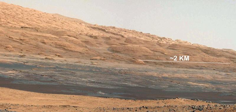 Марс, Солнечная система, 18 августа. Марсоход «Любопытство» передал изображение основания горы Шарп в кратере Гейла. Фото: NASA via Getty Images