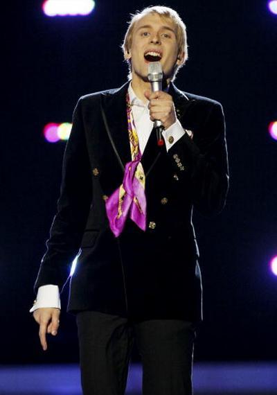 В первый день вместе с Петром Наличем на «Евровидения-2010» выступили участники из 17 стран. Малколн Линкольн из Эстонии. Фоторепортаж. Фото: CORNELIUS POPPE/AFP/Getty Images