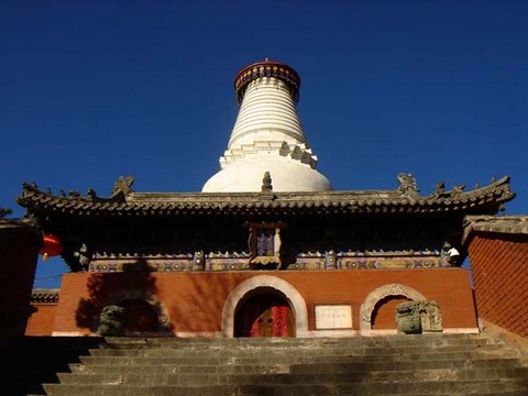 Белая пагода монастыря Таюань является символом Уйташань. Фото с Фото с beibaoke.com.cn